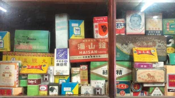 嘉義朴子虎仔店百年中藥舖後期販賣的西藥,同樣凍結在時光中